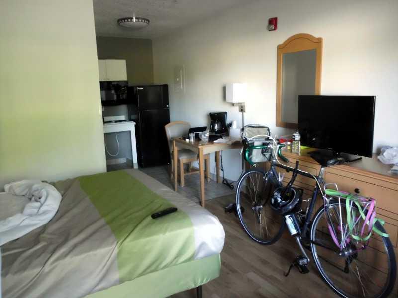 Studio 6 room 306 (Handicap)
